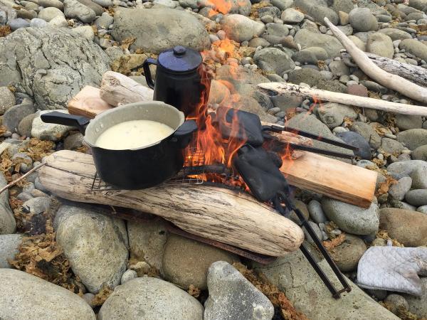 一日コースはたき火で作るワイルドランチ付き!