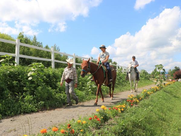 ゆっくり歩く馬の背にゆられ、心安らぐひととき♪