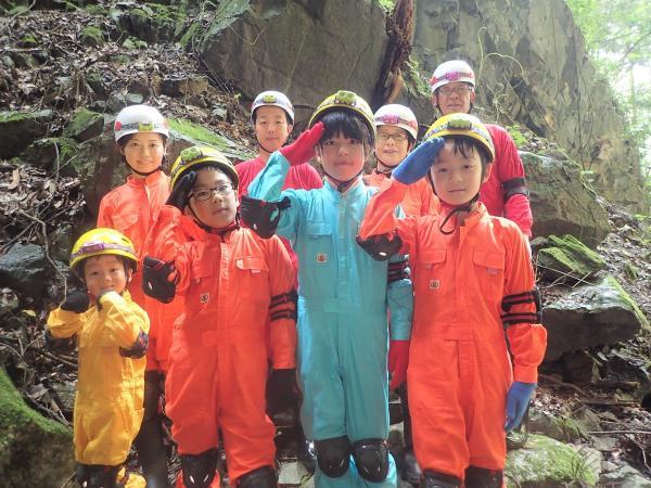 地球の神秘を感じる天然洞窟!本格的な洞窟探検(ケイビング)にチャレンジ