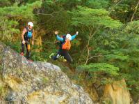 川遊びも充実!岩の上から思いっきりジャンプ!