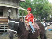 小さいお子様もOK!5才(身長120cm)から参加できる本格乗馬トレッキング!親子で楽しめます。