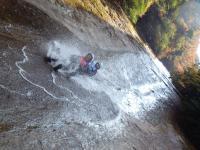 全長40mの天然スライダー!滑床の象徴日本の滝百選「雪輪の滝」を直接滑ることができます!