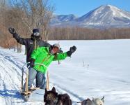 オリジナルの2人乗り犬ぞりで、お2人でたっぷりとツアーを楽しめます。小さいお子様なら親子3人で乗ることもOK!