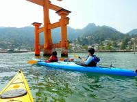 ツアーでは、海から厳島大鳥居を詣でられます!