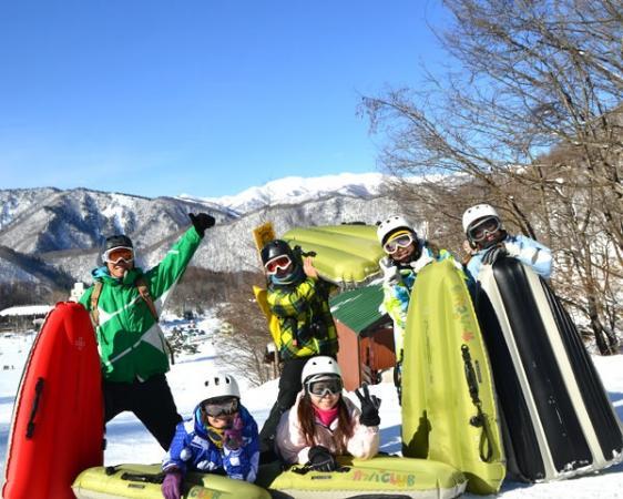 天気が良ければ景色も最高!雪質、積雪量などにより、その日のベストのゲレンデを選んでツアーを開催!