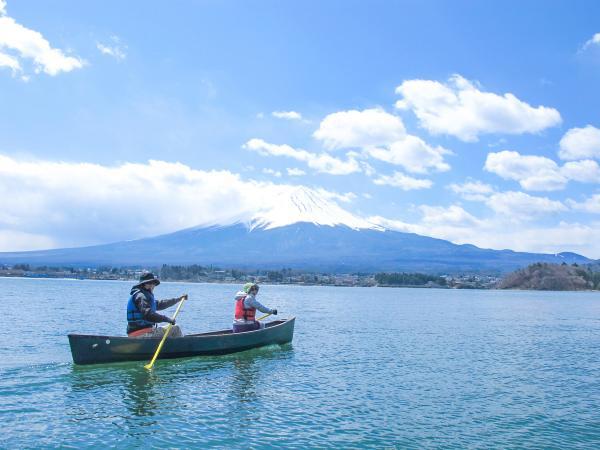 ご家族やご夫婦、カップルで富士山をバックに、水上散歩に出かけてみませんか?