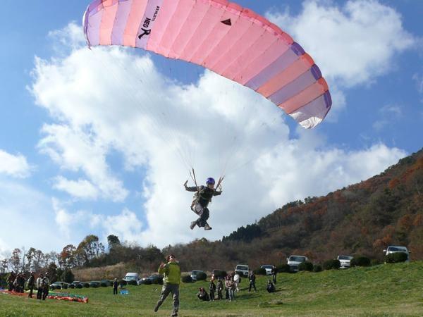 ホントに風の力だけで飛べちゃうんです!パラグライダーってすごい!