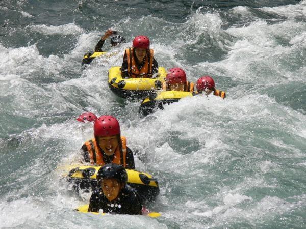 《ハイドロスピード》は目線が川面に近いため、迫力満点!!波もより激しく感じます!