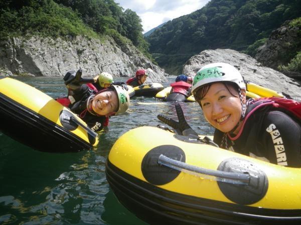 おだやかな流れでは吉野川の大自然にいやされてください。