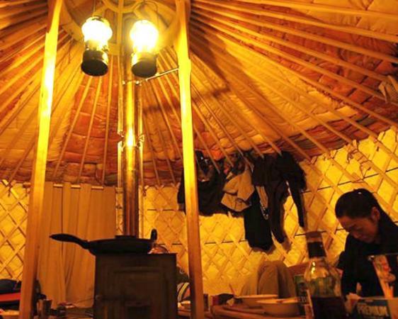 あったか~い薪ストーブが設置されたゲルの中で楽しむ 人気のランチ付!