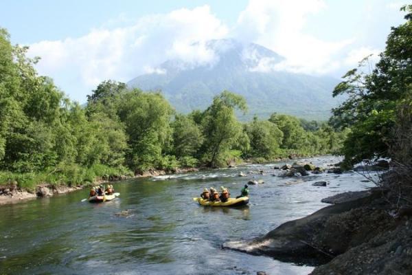 蝦夷富士と呼ばれる雄大な『羊蹄山』を眺めながら、清流・尻別川での爽快ラフティング!!