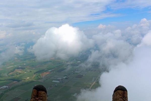 雲をこえて雲海へ!高度600~800mの別世界を風を感じて空中散歩!(※条件が良い場合の有料オプション)