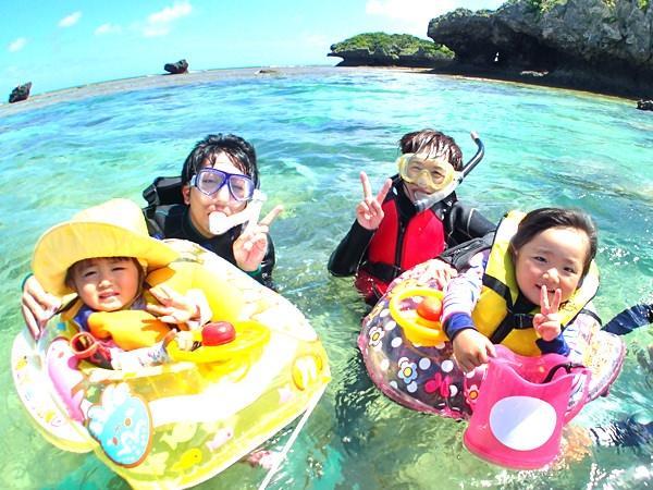 沖縄本島・マリブビーチ シーカヤック&シュノーケリング