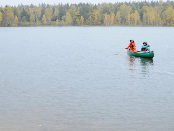 初心者も安心!大自然に囲まれた静かなサホロ湖でカヌー体験