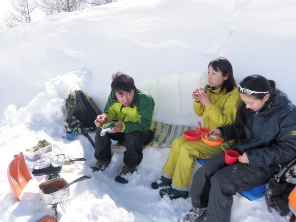 温かいランチを雪のテーブルで召し上がれ♪