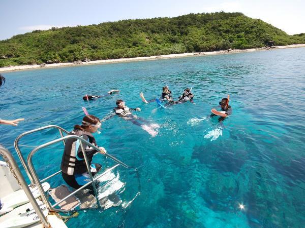 人気の慶良間の海でボートシュノーケリングが日帰りで楽しめます!