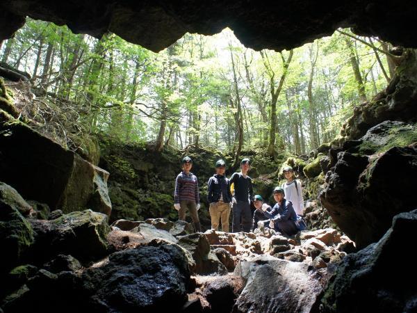 富士山麓・洞窟探検&青木ヶ原樹海エコトレッキング