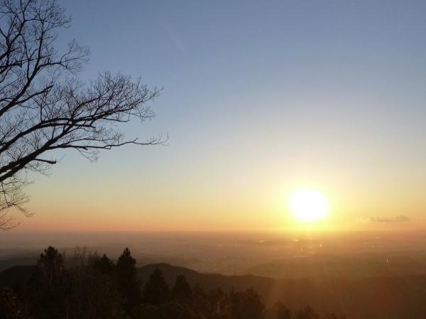 東京から昇る朝日