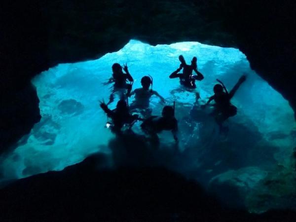 青の洞窟でシュノーケルも可能なボートツアー!