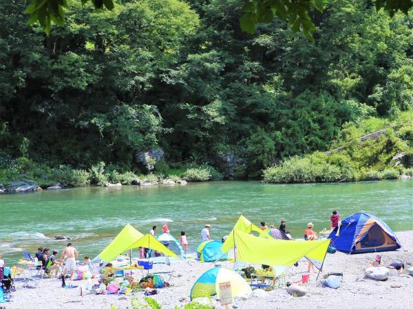 河原で水遊びやBBQ、デイキャンプをして丸一日楽しめるよ♪