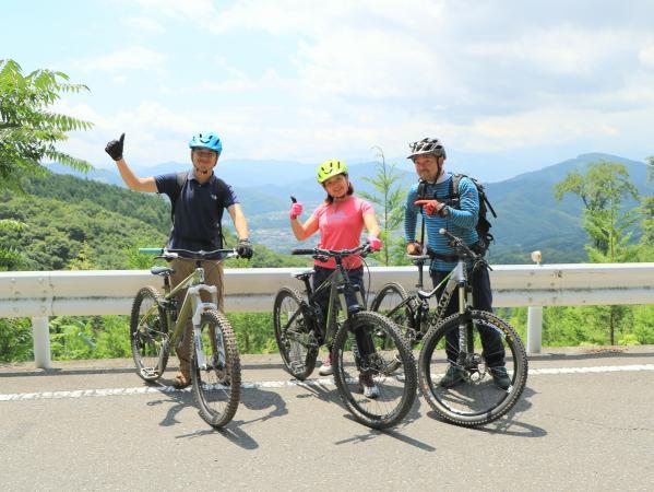 スタート前に、山頂で記念写真!