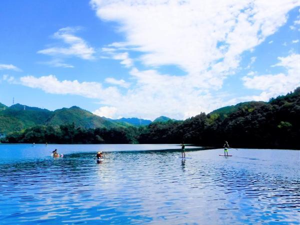 開放感あふれる湖でSUP体験!
