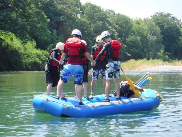 流れが緩やかな場所では、川遊びも思いっきり楽しめます!