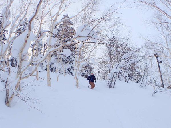 ふかふかの雪を滑り降りて気分爽快!