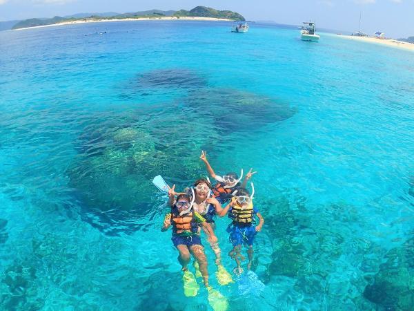 世界を魅了するケラマブルーの海