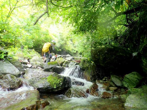 新宿から乗り換えなし!丹沢で本格沢登りを楽しもう!