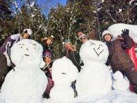 カッパCLUBのスノーシューツアーは、ただ歩くだけでなく遊びも盛りだくさん!