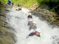 つるつるのなめ滝が連続する、ツアー最長の約40mスライダーは爽快感抜群!