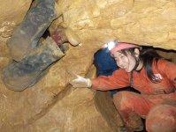 地球が長い年月をかけて造り上げた地底洞窟の神秘な世界。ヘッドライトの明かりだけで暗闇を探検!!