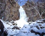 凍結した「小滝」、高さ約20mの氷曝