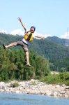 コースの途中で岩からジャンプ!もちろん強制ではありませんが、夏の思い出にぜひ!