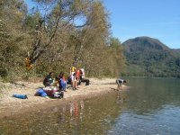 疲れてきたら、ちょっと湖畔にあがって、休憩タイム。のんびりお茶しましょう。