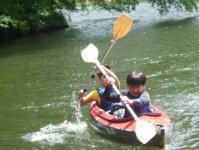 ジュニア用のカヤック機材で小学1年生から一人乗りを楽しんでいただけます。