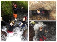 顔付近まで水に浸かりながら川を遡上し、時には水流に打たれながらほふく前進!身体を上手に使いながら突き進め!
