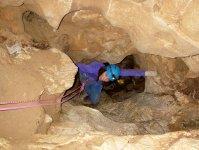 アクティブに楽しめる冒険コースもあり!洞窟の中でクライミング体験!