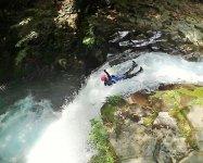 飛んで、滑って、流されて、もみくちゃにされて…豪快な流れに身をまかせ、全身で遊びつくしましょう!!