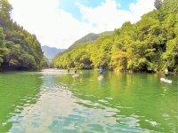 透きとおるほど美しい湖水を湛える白丸湖。