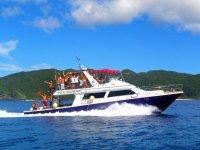 快適ダイビング専用ボートで、クルーズ気分が楽しめます。2Fデッキからの眺めは最高ですよ!
