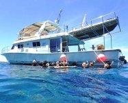 日帰りで楽しめるケラマの海へは、那覇からボートで約1時間。大型ボートで快適クルージング!