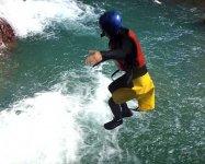 5mを超える岩からは飛び込みジャンプ!豪快に遊び尽くしましょう!