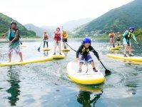 水かけっこやSUP相撲などいろいろな遊びを体験しながら上達しよう!