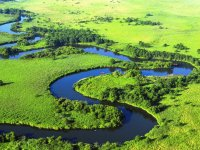 釧路湿原の中を大きく蛇行する釧路川