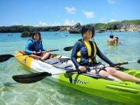 下地島カヤッファ「シュノーケル&シーカヤック」コースでは、シュノーケル後のフリータイムにカヤックも楽しめますよ!