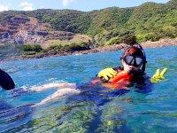 ぷかぷかと水面に浮かんでのんびりタイム♪