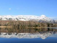 湖面に美しく知床連山を移す知床五湖