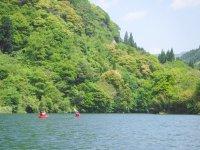 開放的な湖でとびきりのカヌー体験!